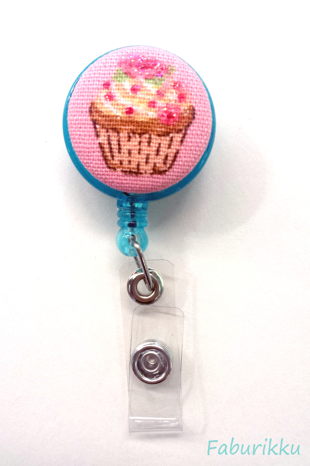 Sweets CupcakeTurquoise Clip-On Badge Reel